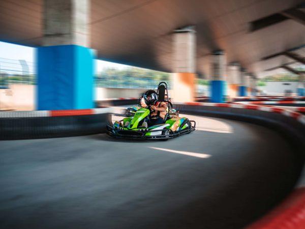 Ein Junger Fahrer Fährt Ein Elektronisch Betriebenes Kart Unter Der Osttribüne Am Hockenheimring